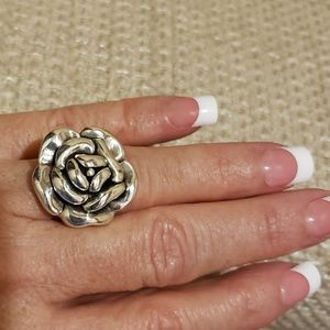 Gorgeous 3D Dimensional solid .925 Flower Ring